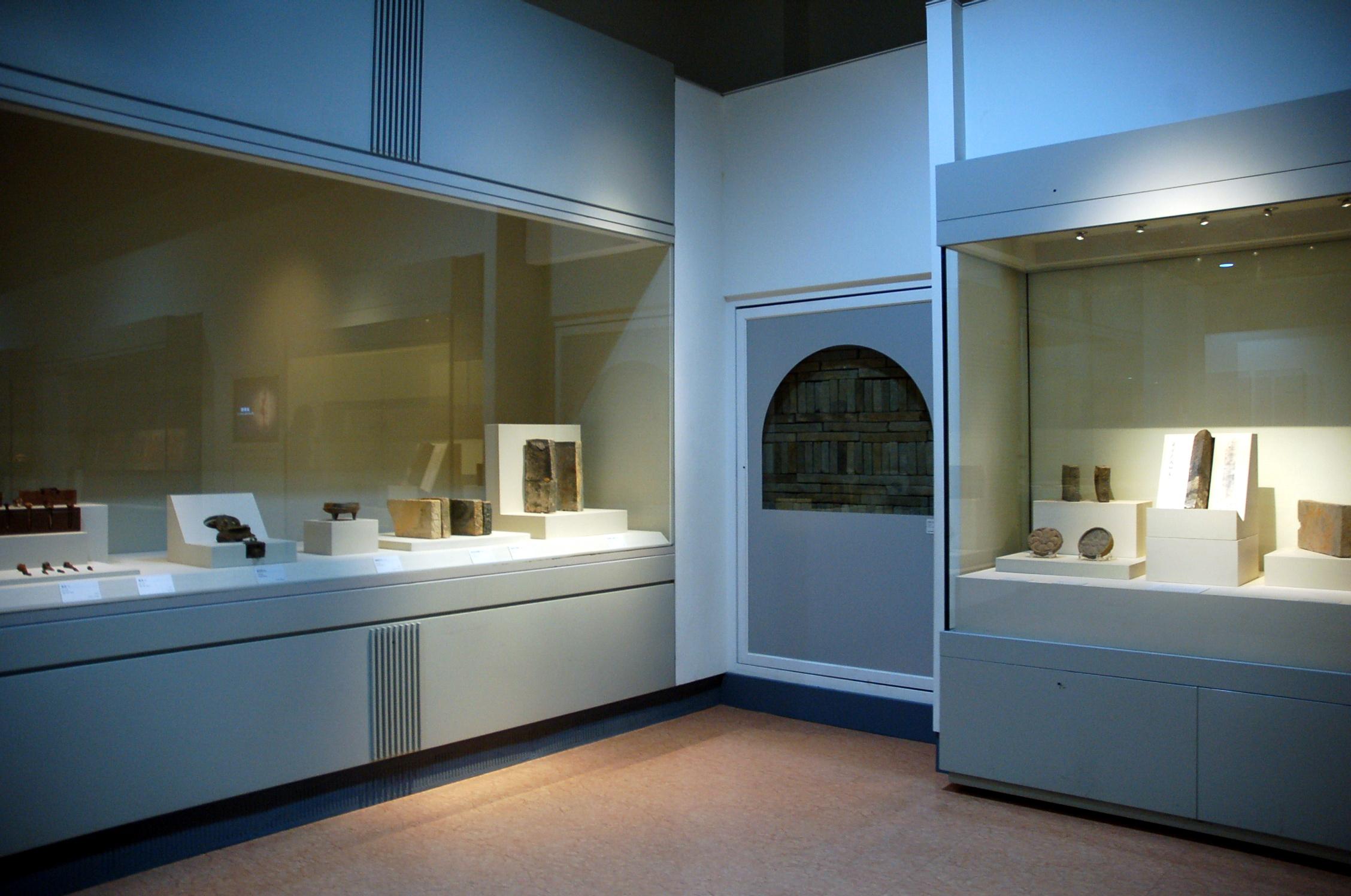 국립공주박물관 내부, 교과서로만 보던 백제 역사 교육에 많은 도움이 됩니다.
